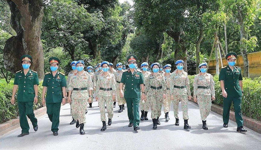 Staff of Level-2 Field Hospital No.2 pay homage to Uncle Ho hinh anh 8
