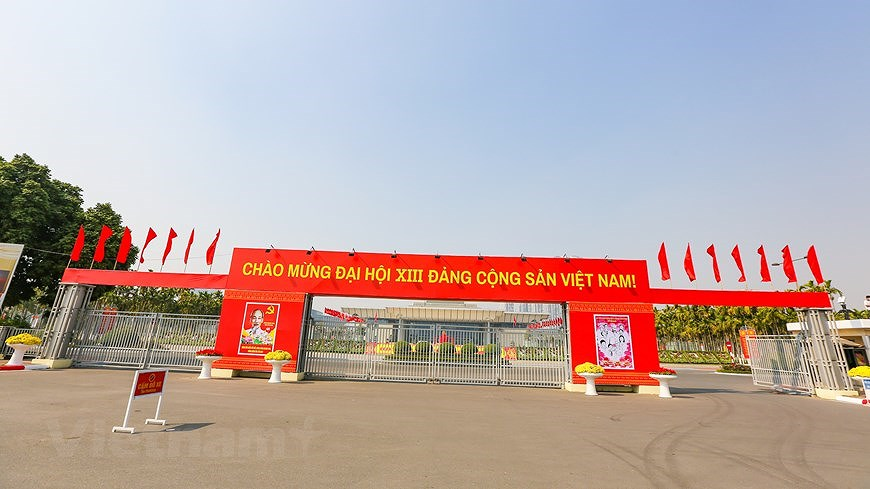 """Hanoi wears """"new coat"""" to welcome 13th National Party Congress hinh anh 29"""