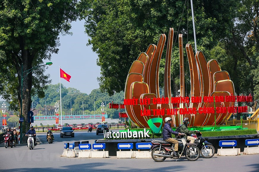 """Hanoi wears """"new coat"""" to welcome 13th National Party Congress hinh anh 12"""