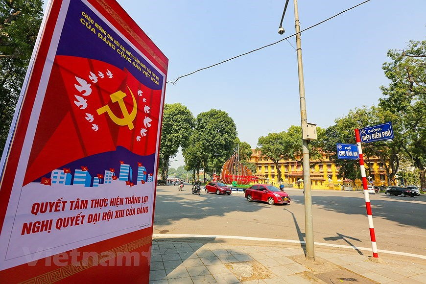 """Hanoi wears """"new coat"""" to welcome 13th National Party Congress hinh anh 13"""