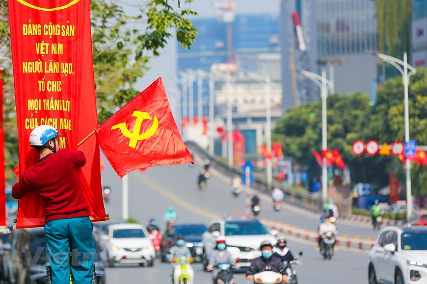 """Hanoi wears """"new coat"""" to welcome 13th National Party Congress hinh anh 14"""