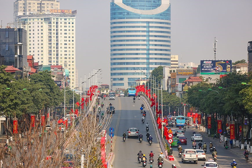 """Hanoi wears """"new coat"""" to welcome 13th National Party Congress hinh anh 16"""