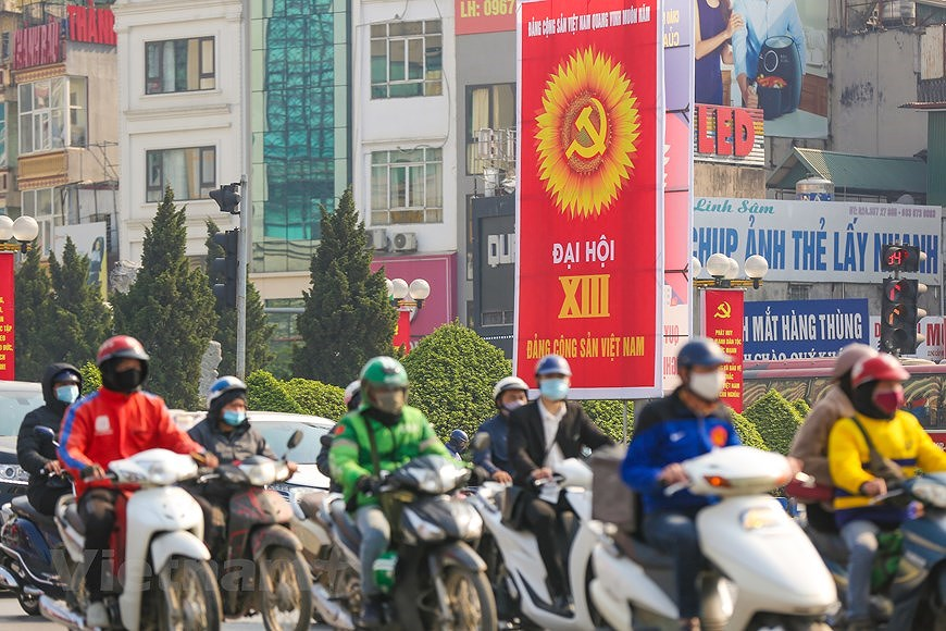 """Hanoi wears """"new coat"""" to welcome 13th National Party Congress hinh anh 18"""