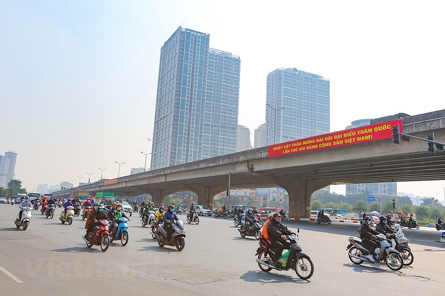 """Hanoi wears """"new coat"""" to welcome 13th National Party Congress hinh anh 19"""