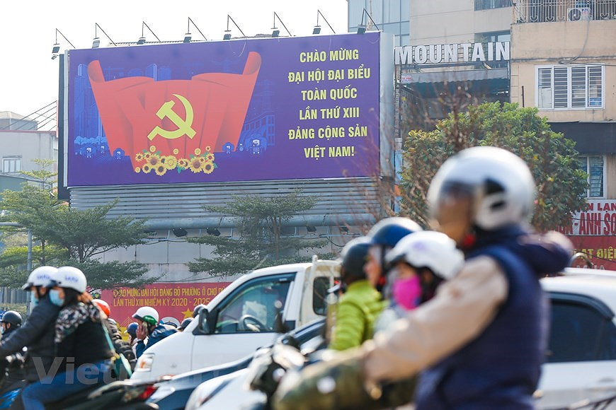 """Hanoi wears """"new coat"""" to welcome 13th National Party Congress hinh anh 20"""