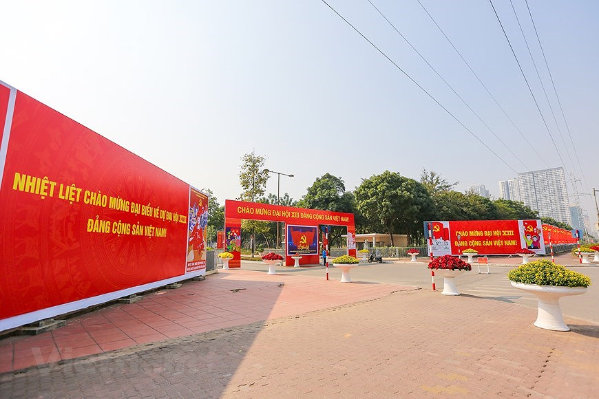 """Hanoi wears """"new coat"""" to welcome 13th National Party Congress hinh anh 22"""