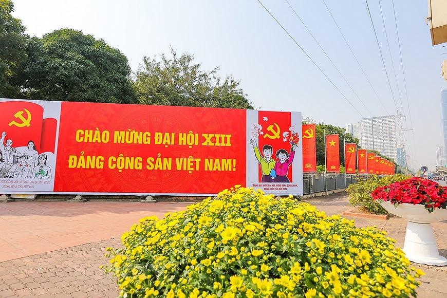 """Hanoi wears """"new coat"""" to welcome 13th National Party Congress hinh anh 23"""