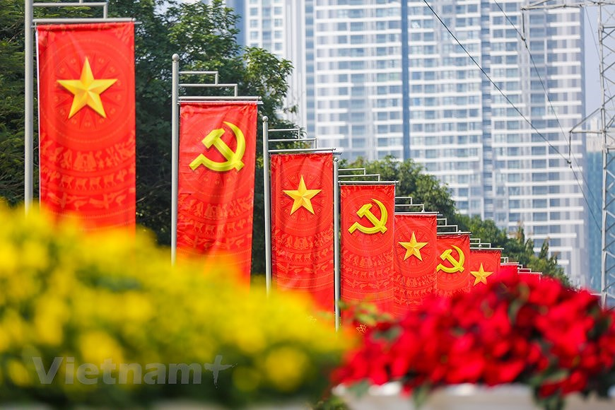 """Hanoi wears """"new coat"""" to welcome 13th National Party Congress hinh anh 24"""