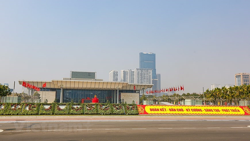 """Hanoi wears """"new coat"""" to welcome 13th National Party Congress hinh anh 25"""