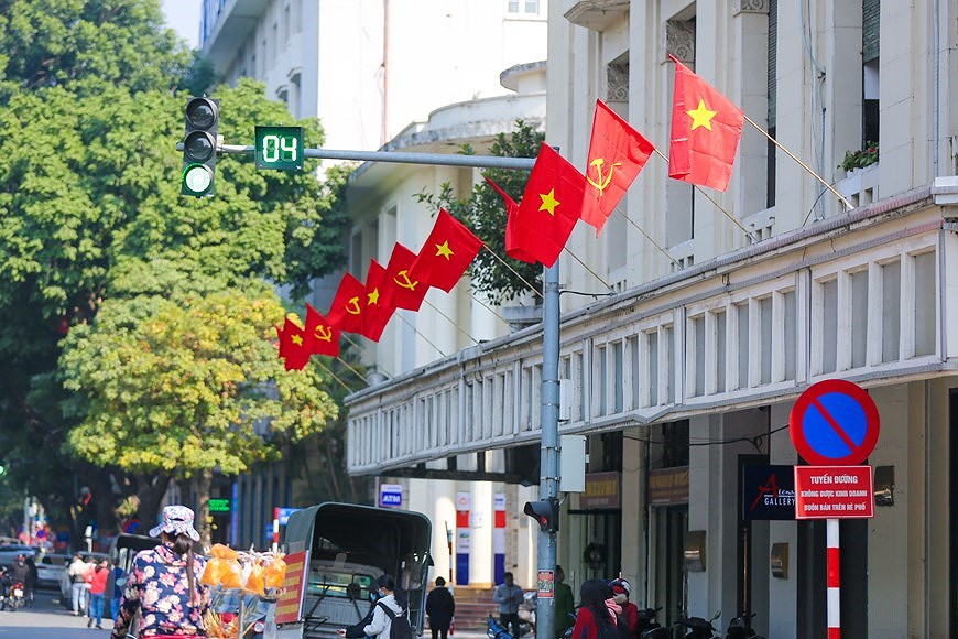"""Hanoi wears """"new coat"""" to welcome 13th National Party Congress hinh anh 3"""