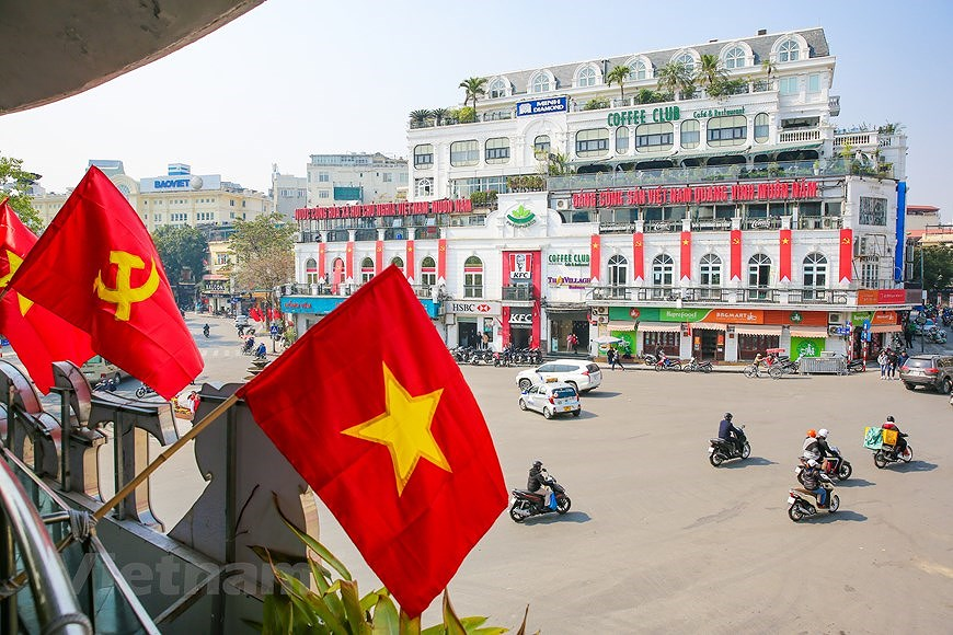 """Hanoi wears """"new coat"""" to welcome 13th National Party Congress hinh anh 6"""