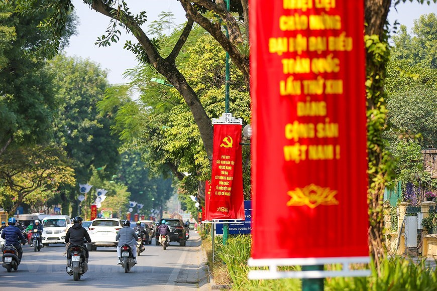 """Hanoi wears """"new coat"""" to welcome 13th National Party Congress hinh anh 9"""