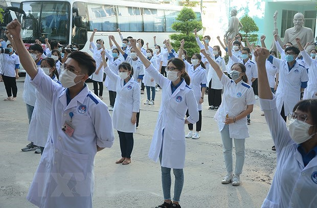 COVID-19 tally tops 20,000, authorities told to boost coordination, decentralisation hinh anh 1