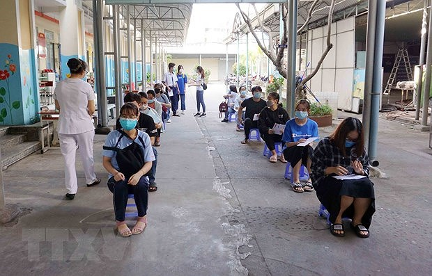 COVID-19 tally tops 20,000, authorities told to boost coordination, decentralisation hinh anh 2