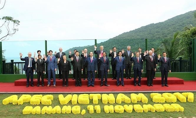 Communist Party leads Vietnam in Doi Moi process hinh anh 12
