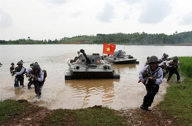 Communist Party leads Vietnam in Doi Moi process hinh anh 16