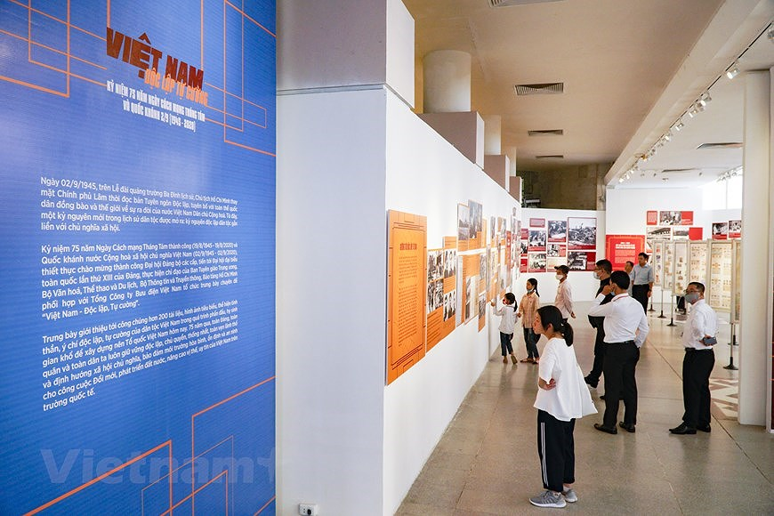 Special exhibition on Vietnam's development path hinh anh 1