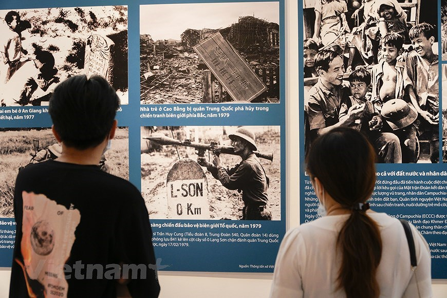 Special exhibition on Vietnam's development path hinh anh 4