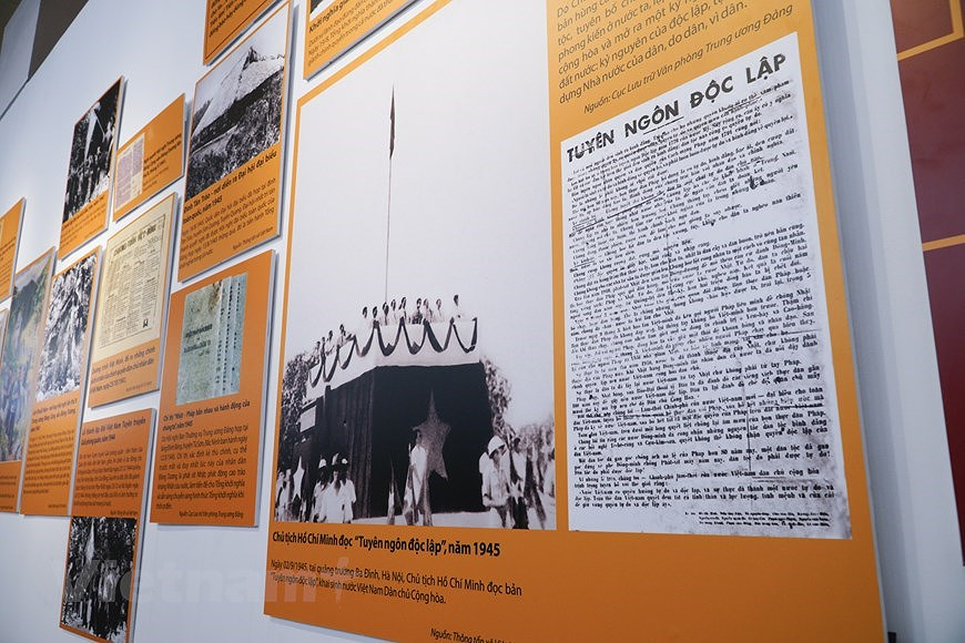 Special exhibition on Vietnam's development path hinh anh 5
