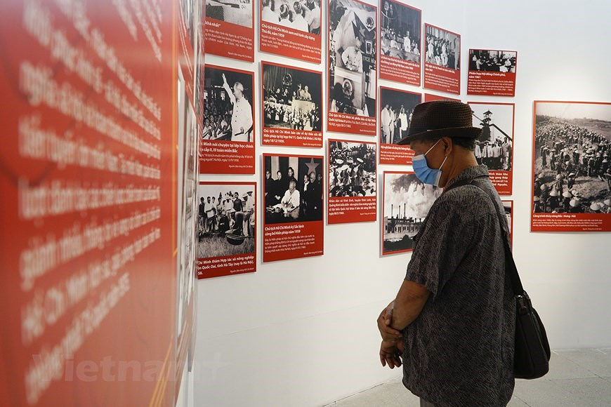 Special exhibition on Vietnam's development path hinh anh 10