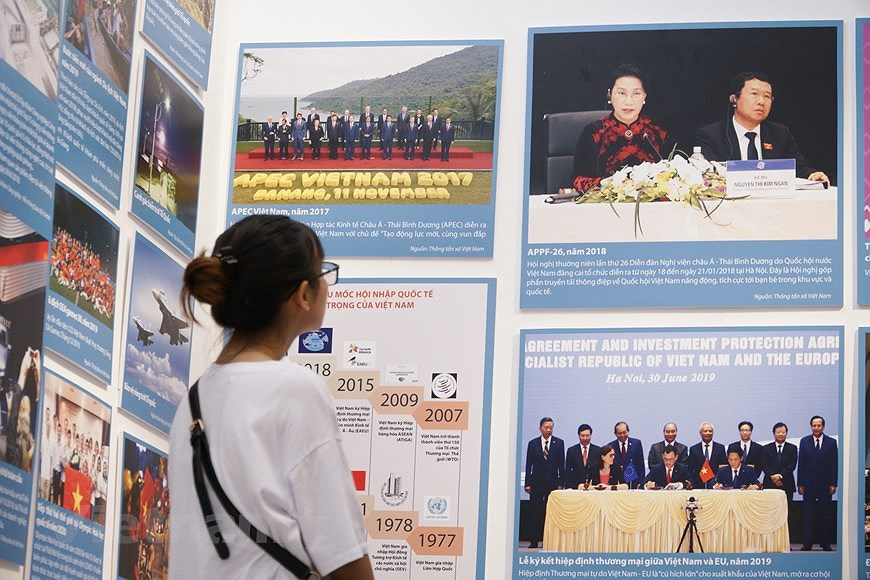 Special exhibition on Vietnam's development path hinh anh 11