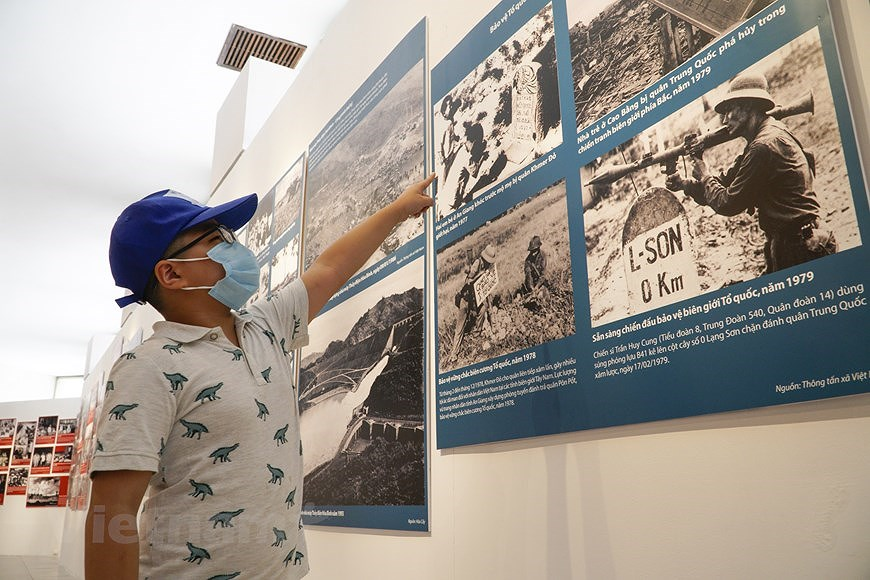 Special exhibition on Vietnam's development path hinh anh 12
