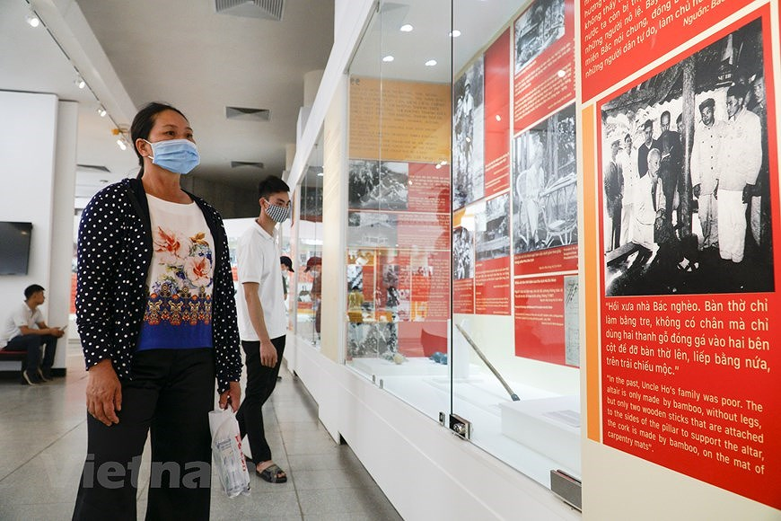 Special exhibition on Vietnam's development path hinh anh 14