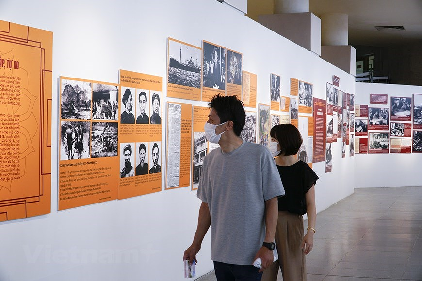 Special exhibition on Vietnam's development path hinh anh 15