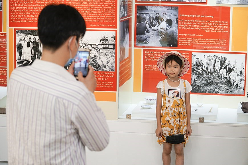Special exhibition on Vietnam's development path hinh anh 16