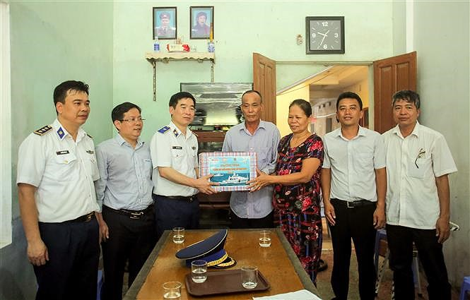 Programme upholds ties between Vietnamese coast guards and fishermen hinh anh 2