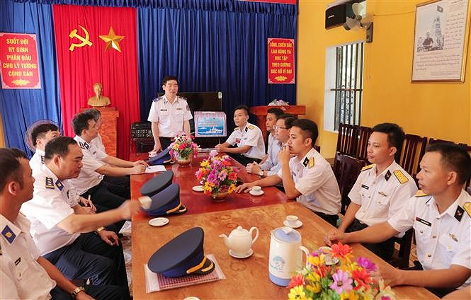 Programme upholds ties between Vietnamese coast guards and fishermen hinh anh 3