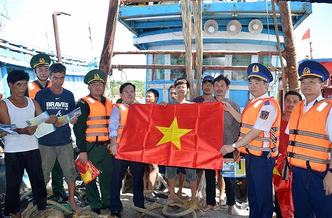 Programme upholds ties between Vietnamese coast guards and fishermen hinh anh 7