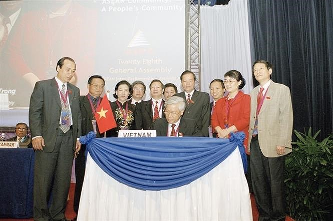 10th Party Congress: Utilising all resources, bringing Vietnam out of underdeveloped status hinh anh 4