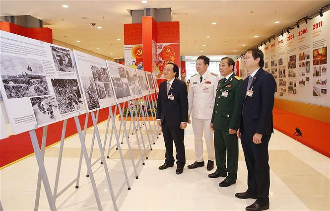 VNA's photo exhibition lures delegates to Congress hinh anh 1