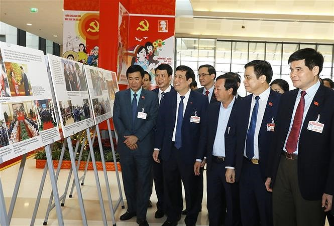 VNA's photo exhibition lures delegates to Congress hinh anh 2