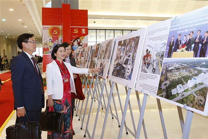 VNA's photo exhibition lures delegates to Congress hinh anh 3