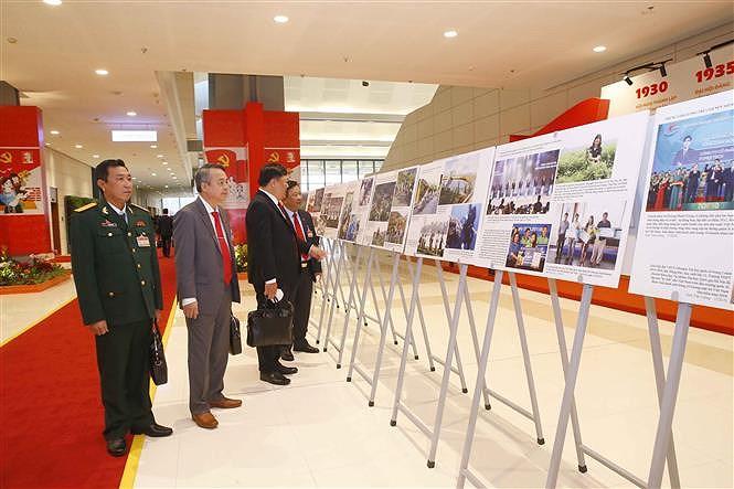 VNA's photo exhibition lures delegates to Congress hinh anh 5