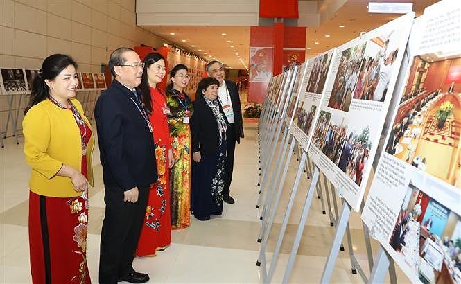 VNA's photo exhibition lures delegates to Congress hinh anh 6