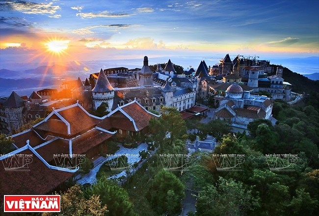 Village in clouds on top of Ba Na hills hinh anh 4