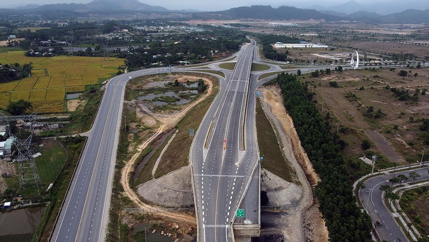 Expressway connecting central coastal localities ready for opening to traffic hinh anh 10