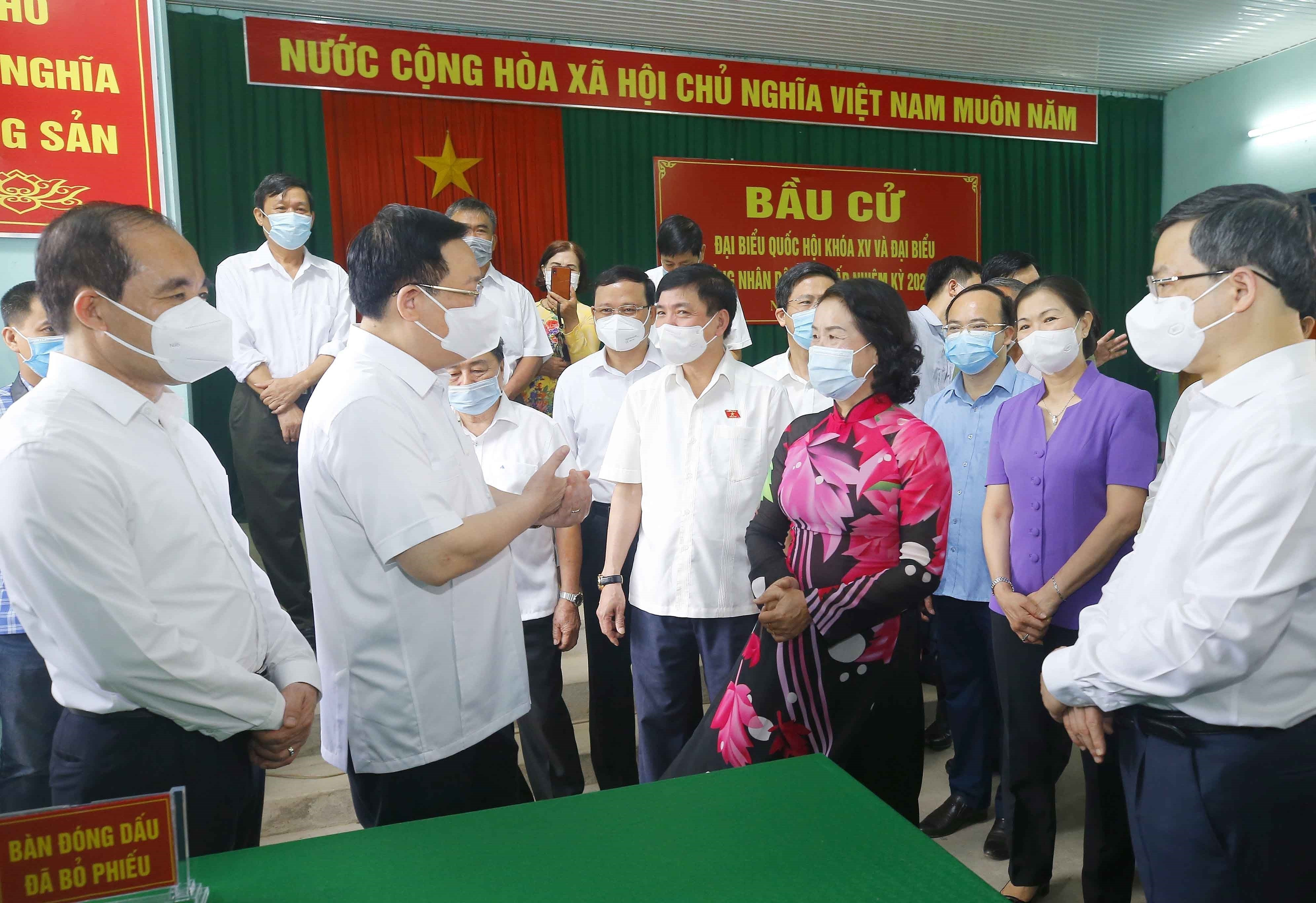 Legislative leader inspects election preparations in Tuyen Quang province hinh anh 1