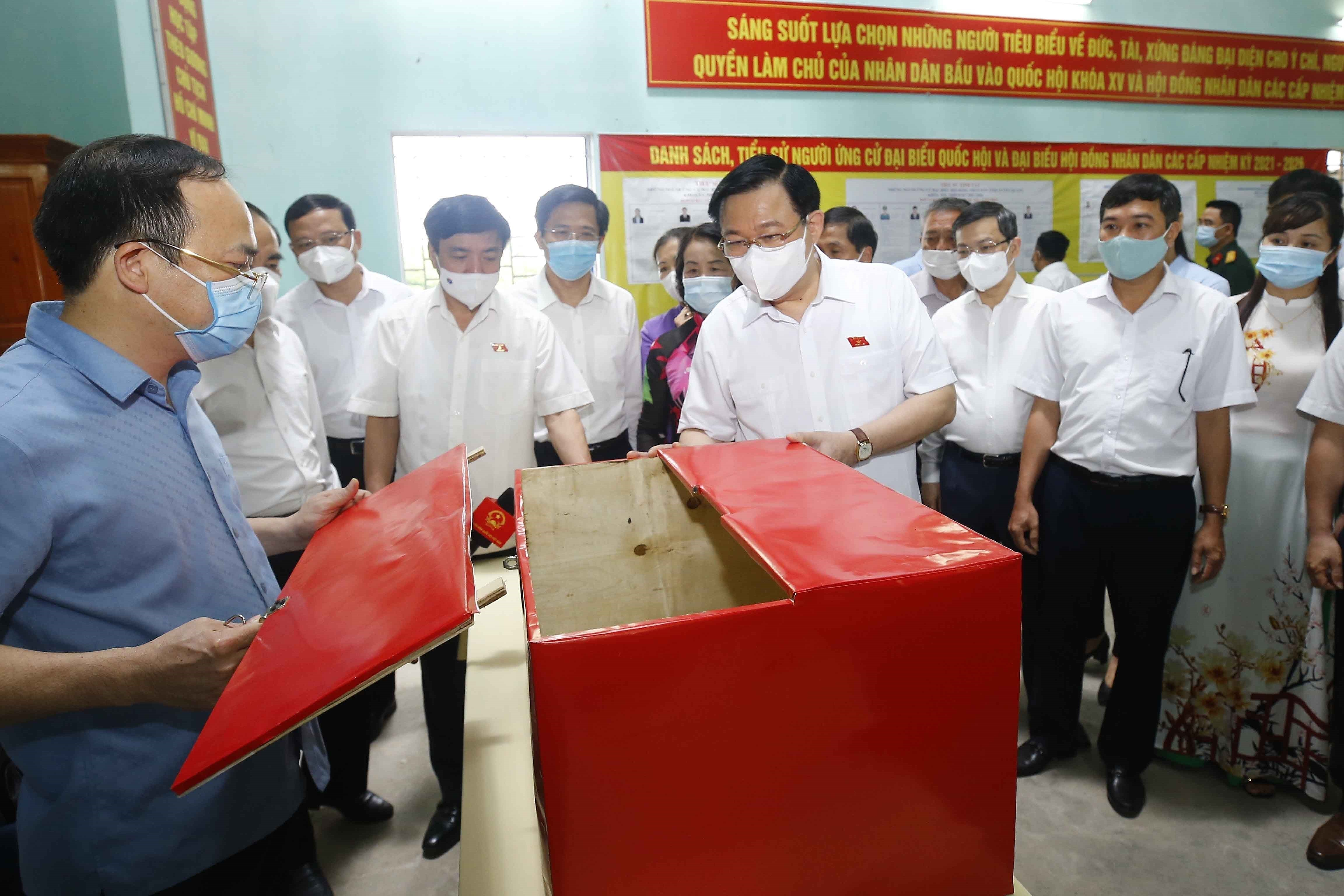 Legislative leader inspects election preparations in Tuyen Quang province hinh anh 2