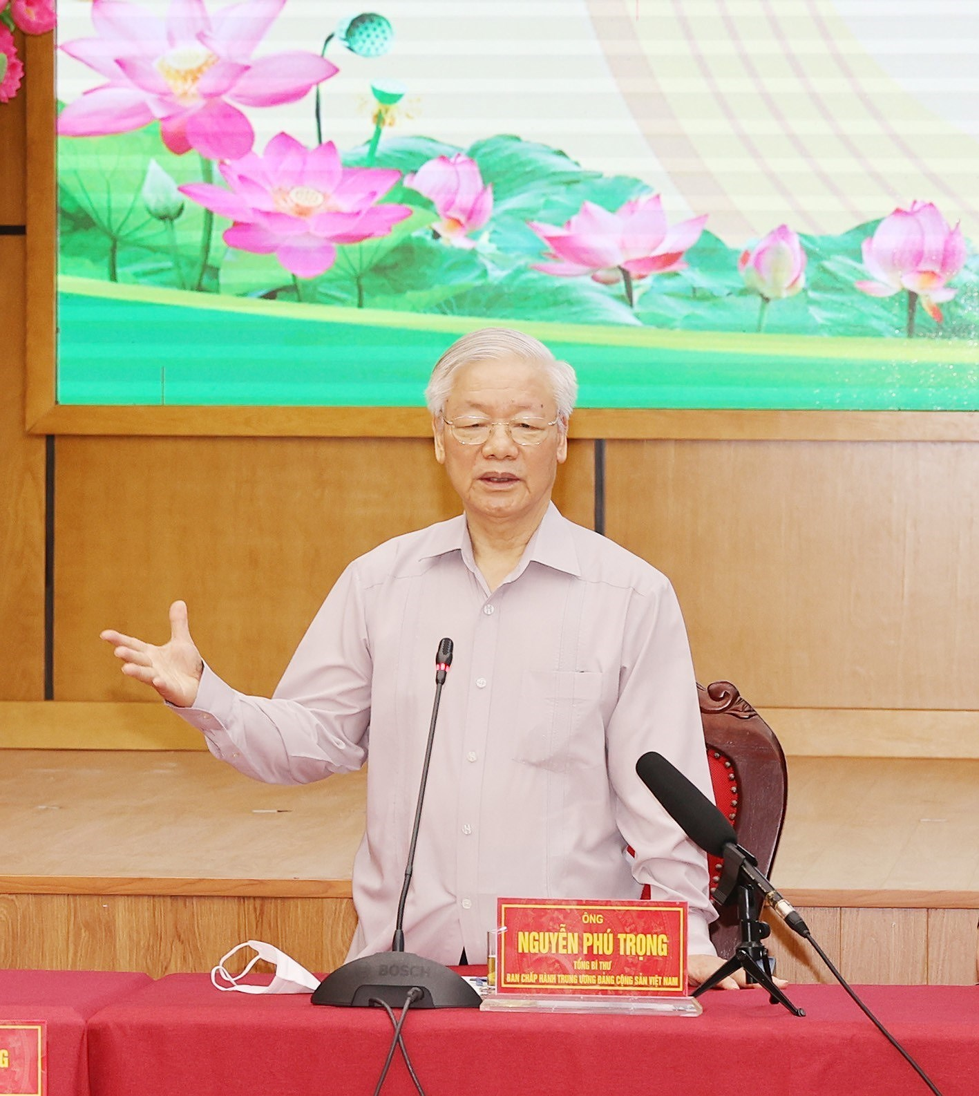 Party General Secretary Nguyen Phu Trong meets voters in Hanoi hinh anh 3