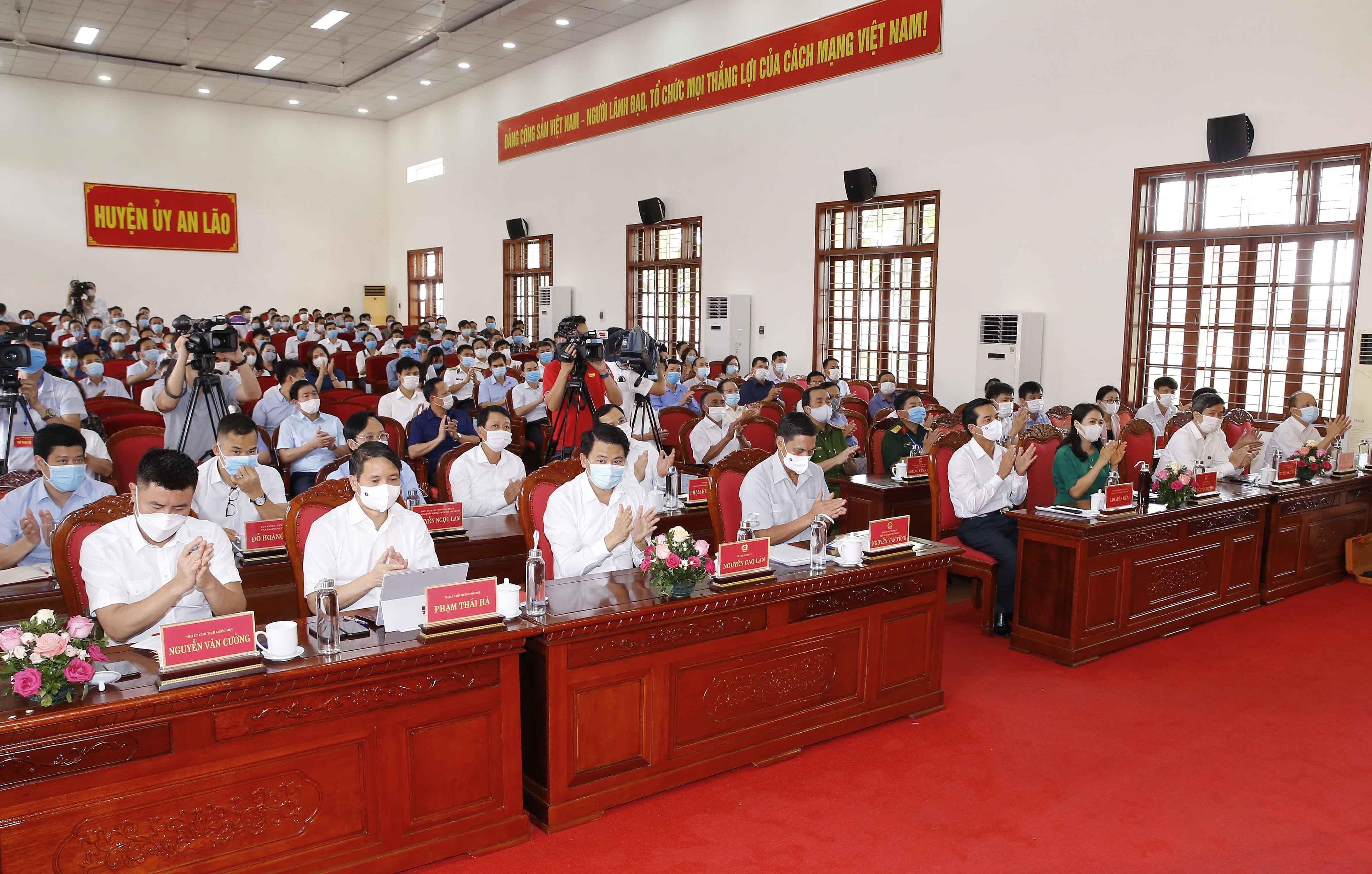 Top legislator meets voters in Hai Phong city hinh anh 4