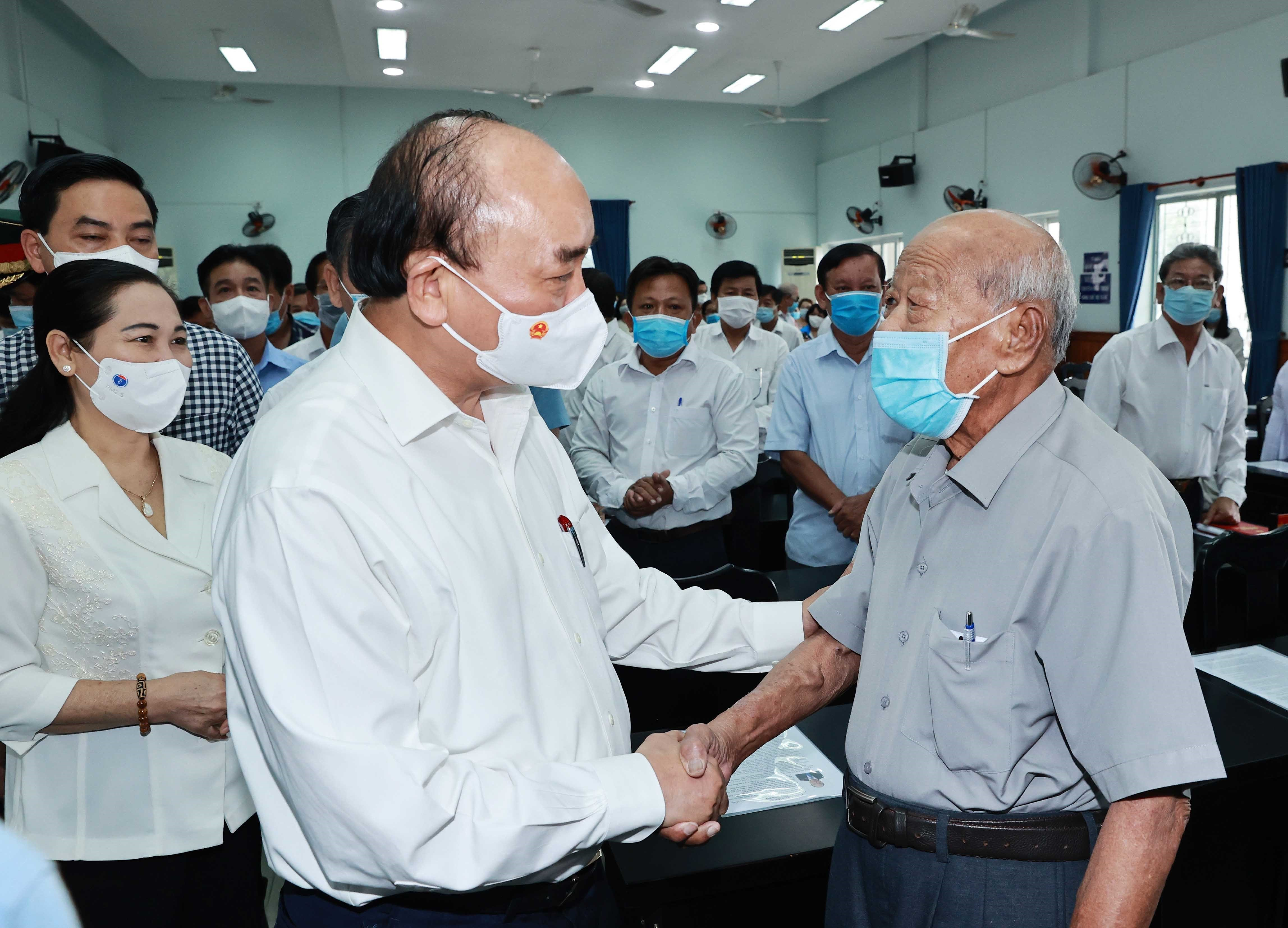 State President holds working session with Cu Chi, Hoc Mon districts in HCM City hinh anh 4