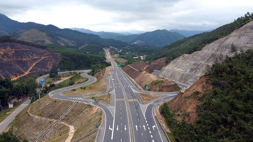Expressway connecting central coastal localities ready for opening to traffic hinh anh 7
