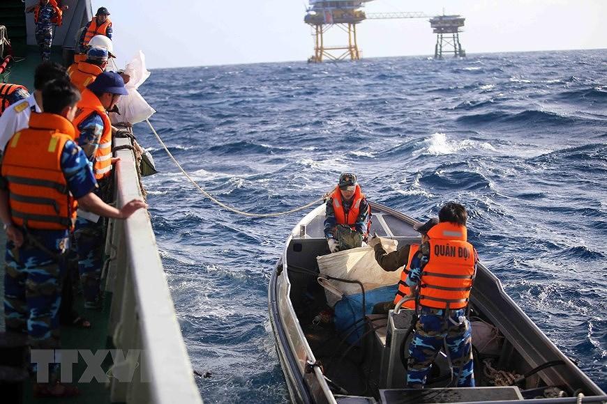 Building elite, modern Vietnam People's Navy hinh anh 9