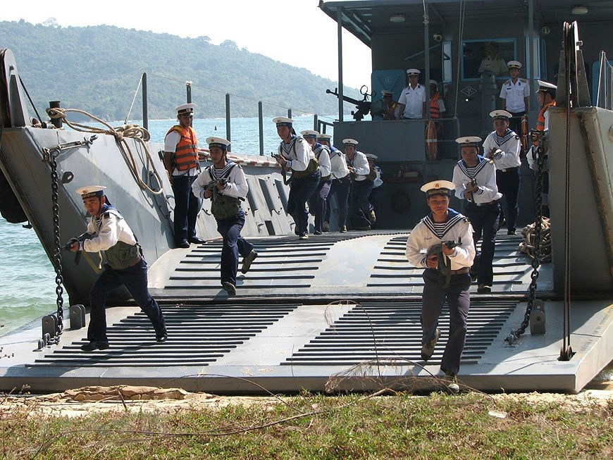 Building elite, modern Vietnam People's Navy hinh anh 14