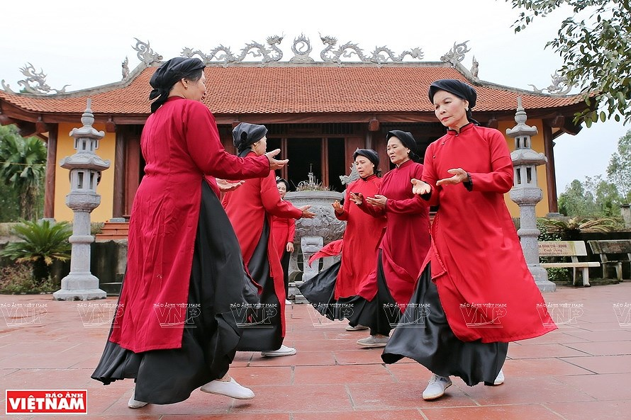 Ao dai, the identity of Vietnamese culture hinh anh 3