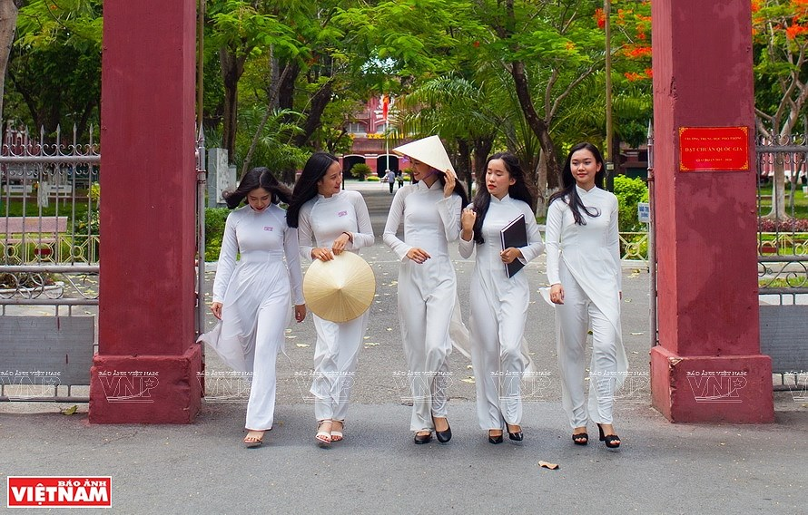 Ao dai, the identity of Vietnamese culture hinh anh 5